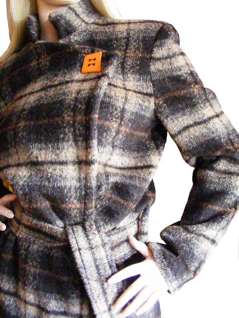 Zimní kabát sestojáčkem