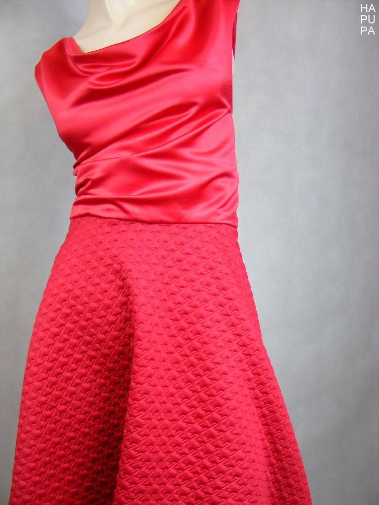 Šaty skolovou sukní
