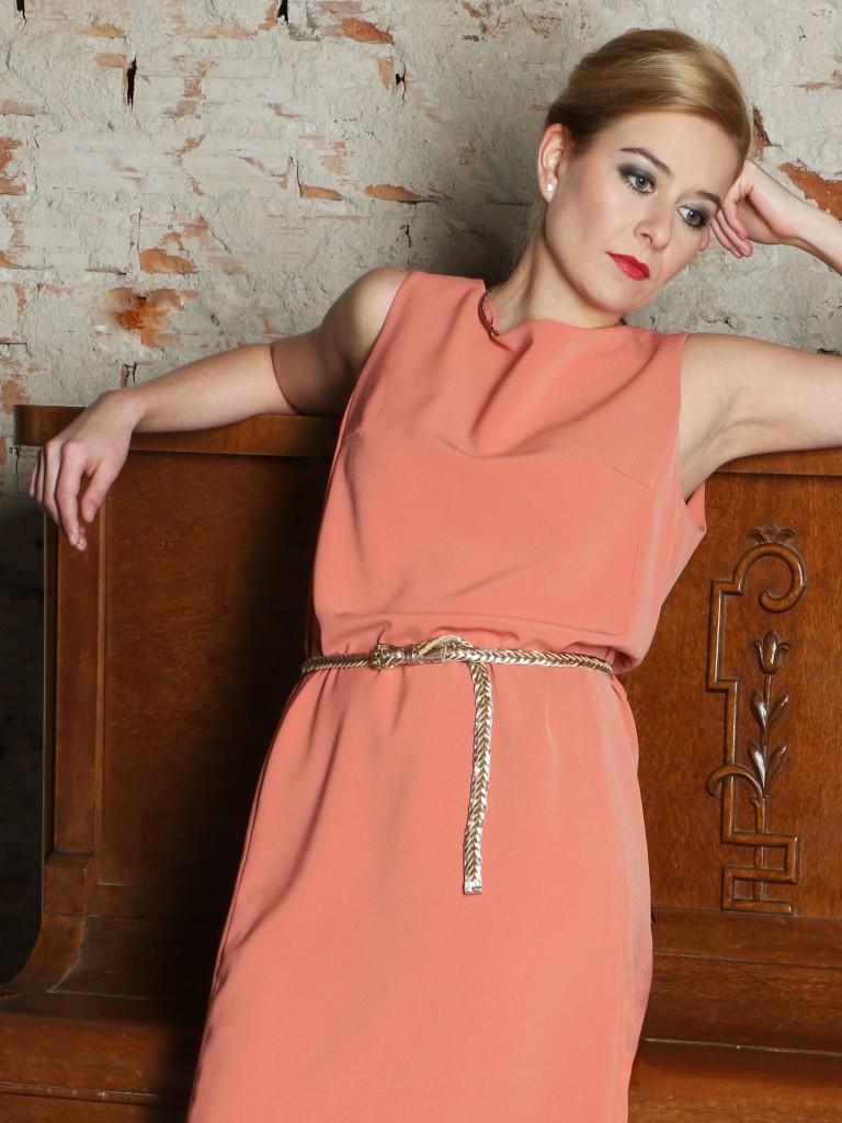 Lososové šaty