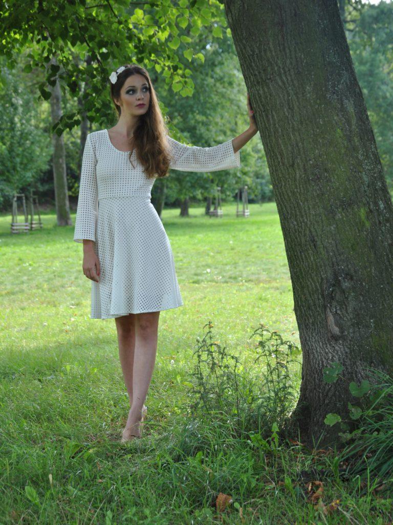 Perforované šaty