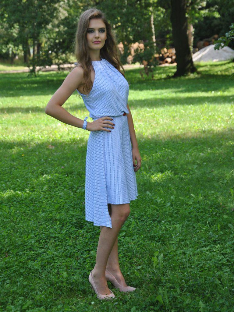 Fotografie pro model – Bílomodré šaty