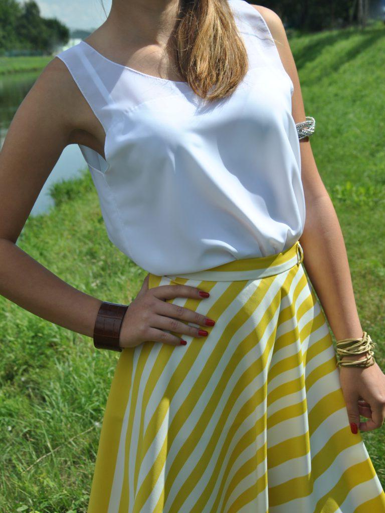 Fotografie pro model – Pruhovaná sukně