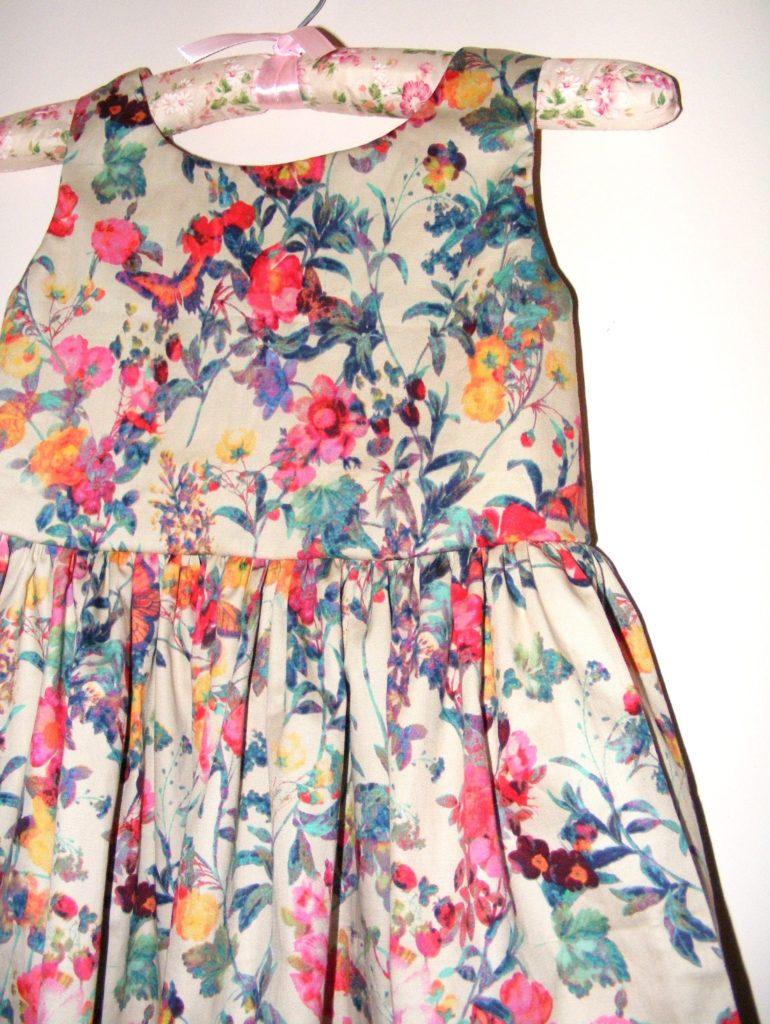 Dívčí šaty aklobouček