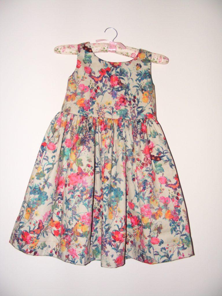 Fotografie pro model – Dívčí šaty aklobouček