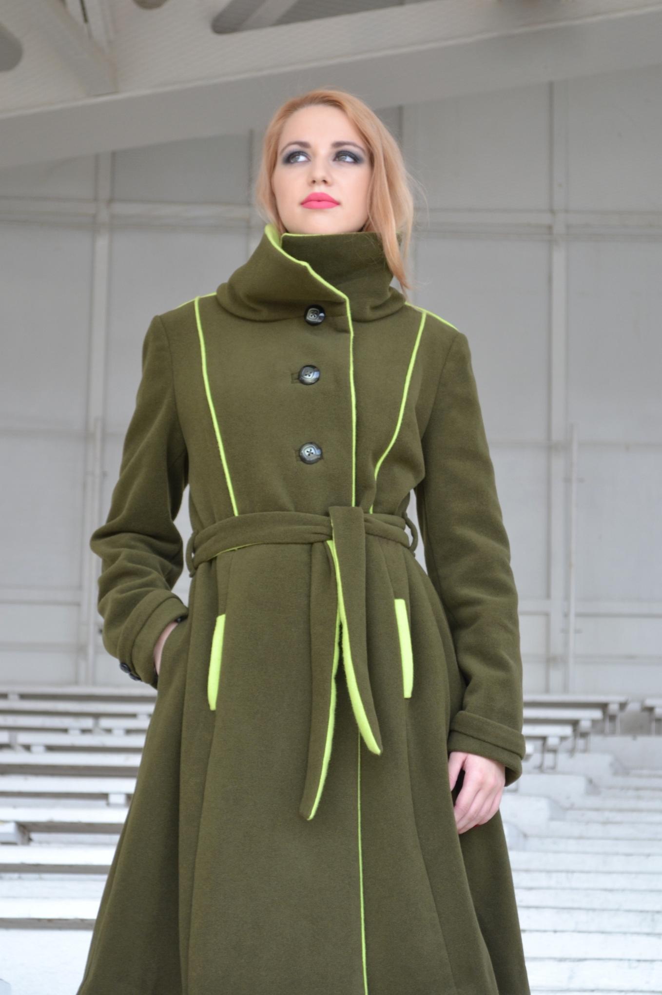 Fotografie pro model – Zimní zelený kabát skašmírem