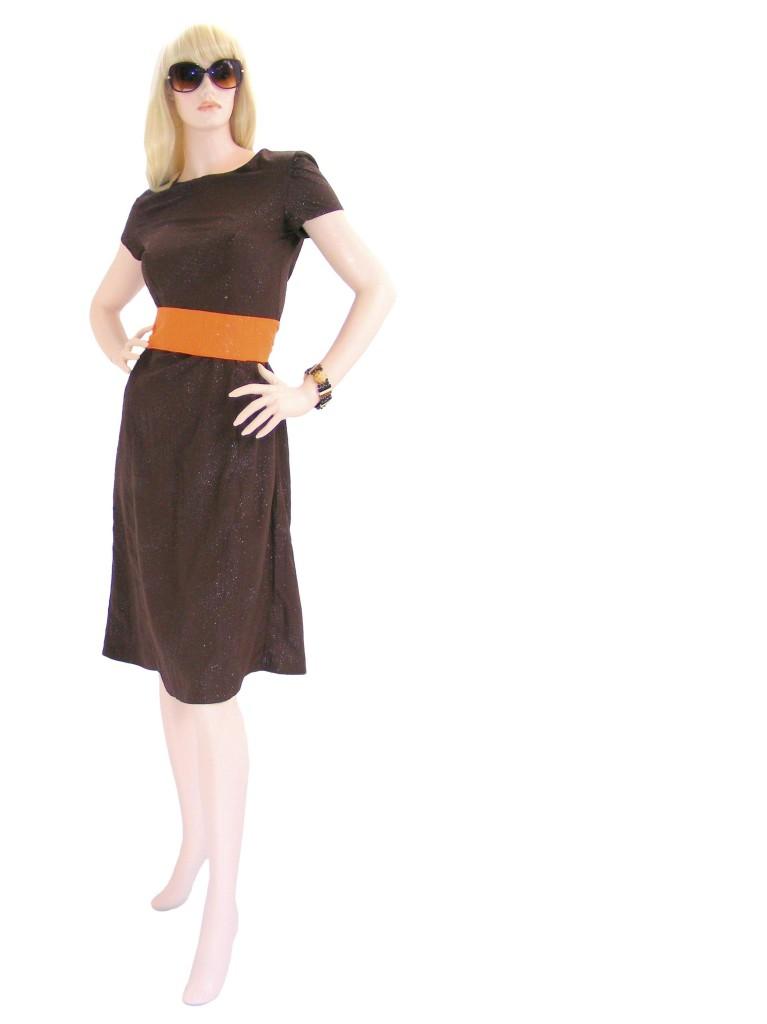 Hnědé šaty setřpytkami aoranžovým páskem