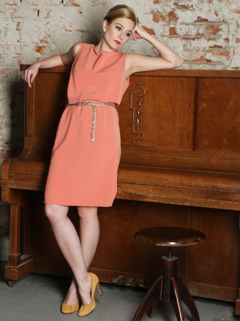 Fotografie pro model – Lososové šaty