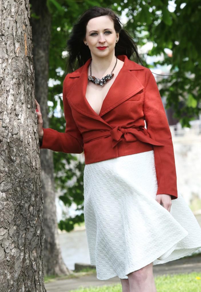 Fotografie pro model – Cihlové sako abílá sukně