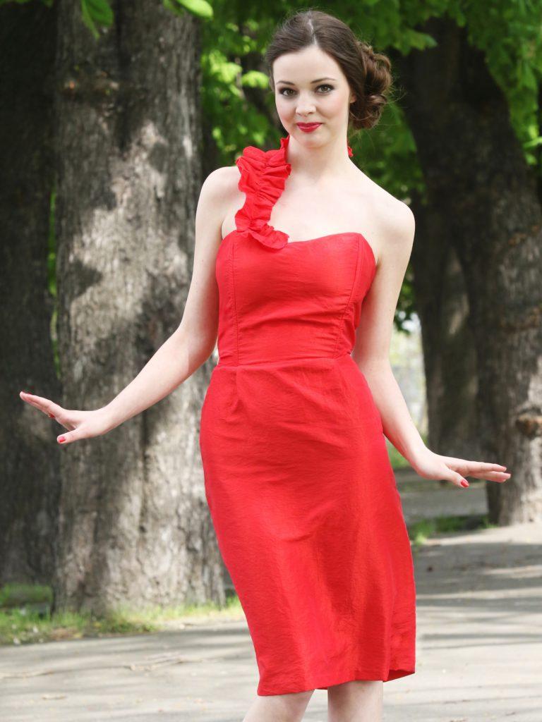 Červené korzetové šaty