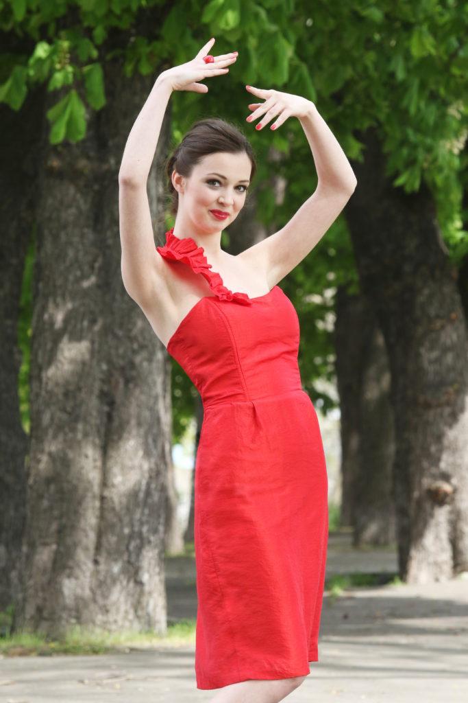 Fotografie pro model – Červené korzetové šaty