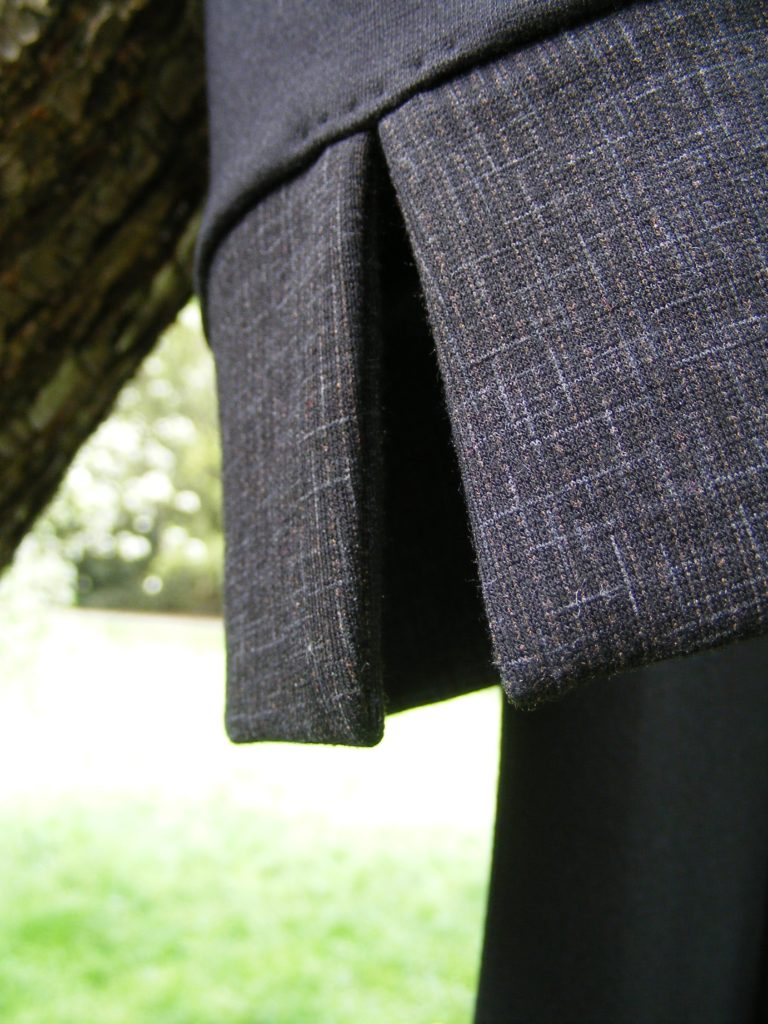 Dlouhé pouzdrové šaty