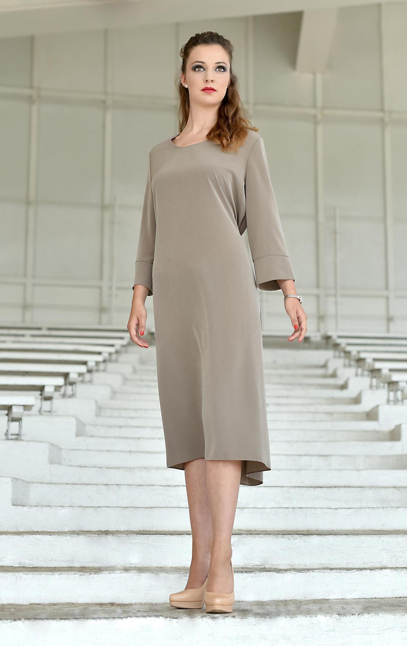 Fotografie pro model – Hedvábné šaty rovného střihu