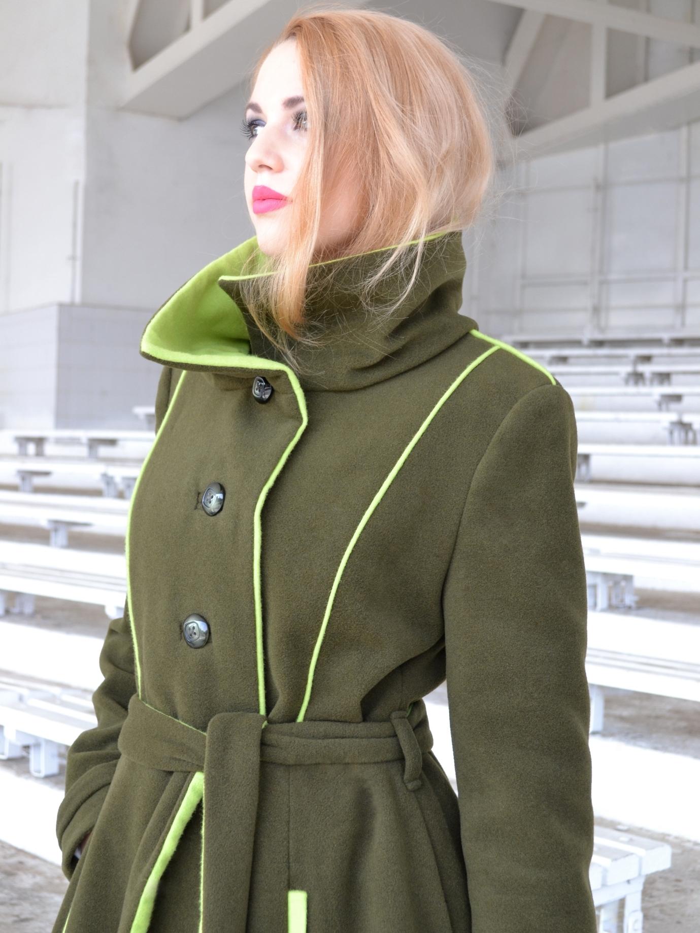 Zimní zelený kabát skašmírem