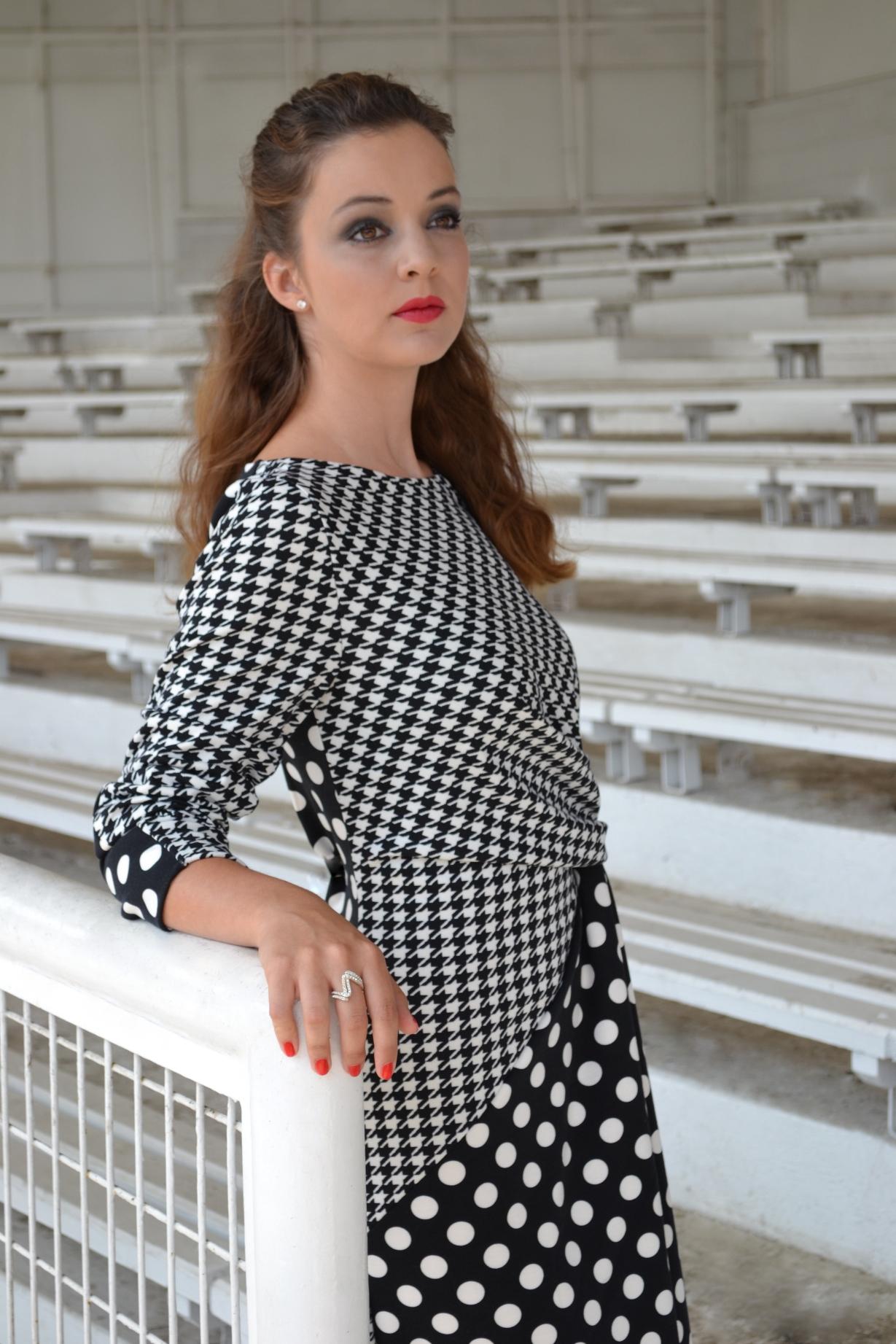 Fotografie pro model – Dlouhé černobílé šaty puntík apepito