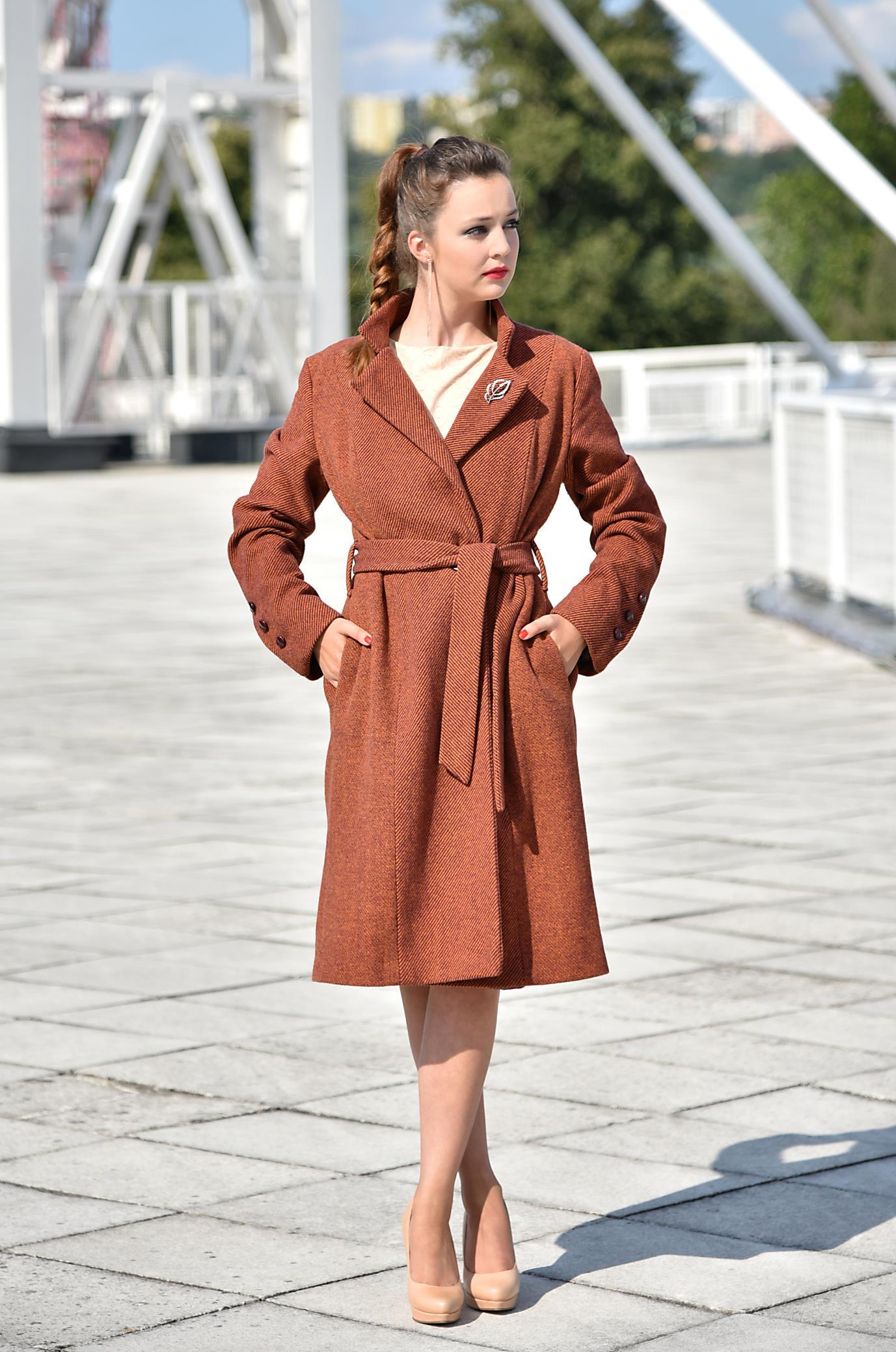 Fotografie pro model – Zimní kabát vínový proužek