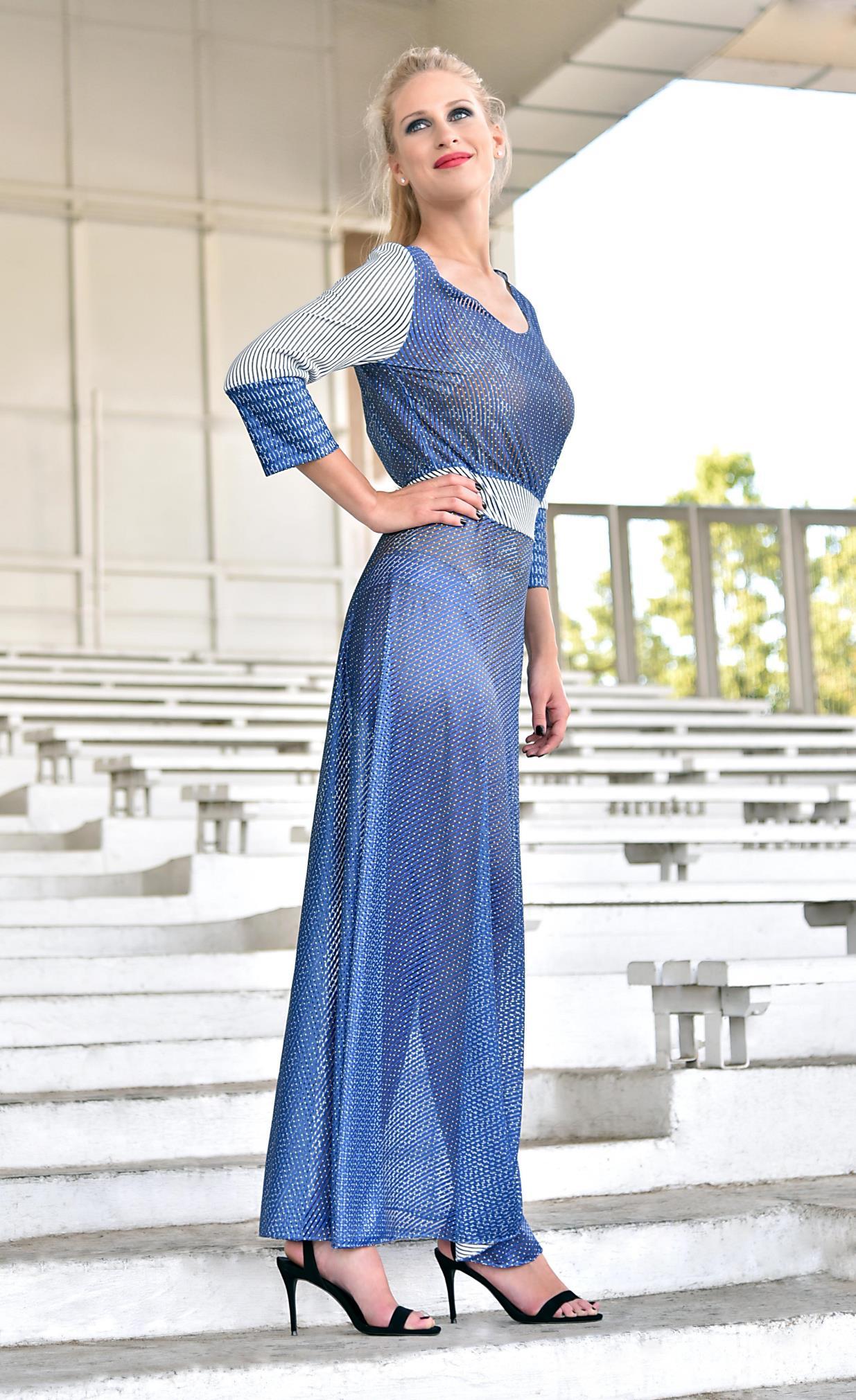 Fotografie pro model – Modré dlouhé šaty sbílým proužkem