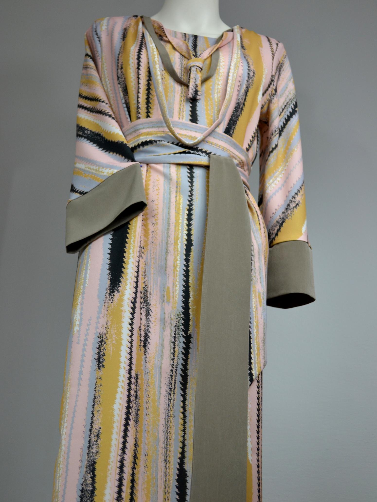 Žíhané šaty