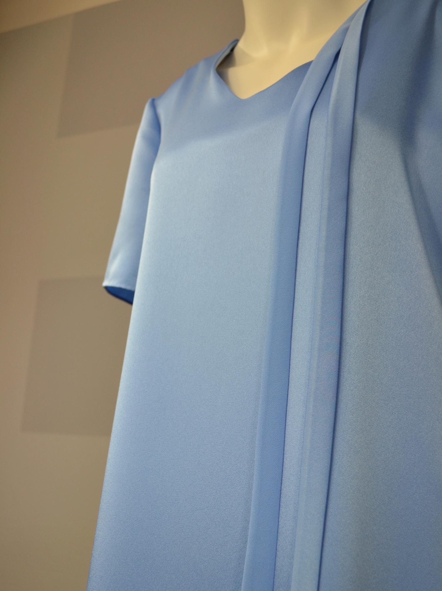 Blankytně modré šaty