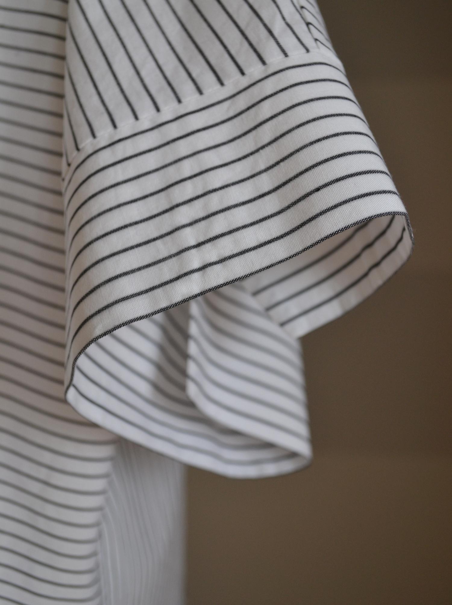 Fotografie pro model – Bílá košile sčerným proužkem