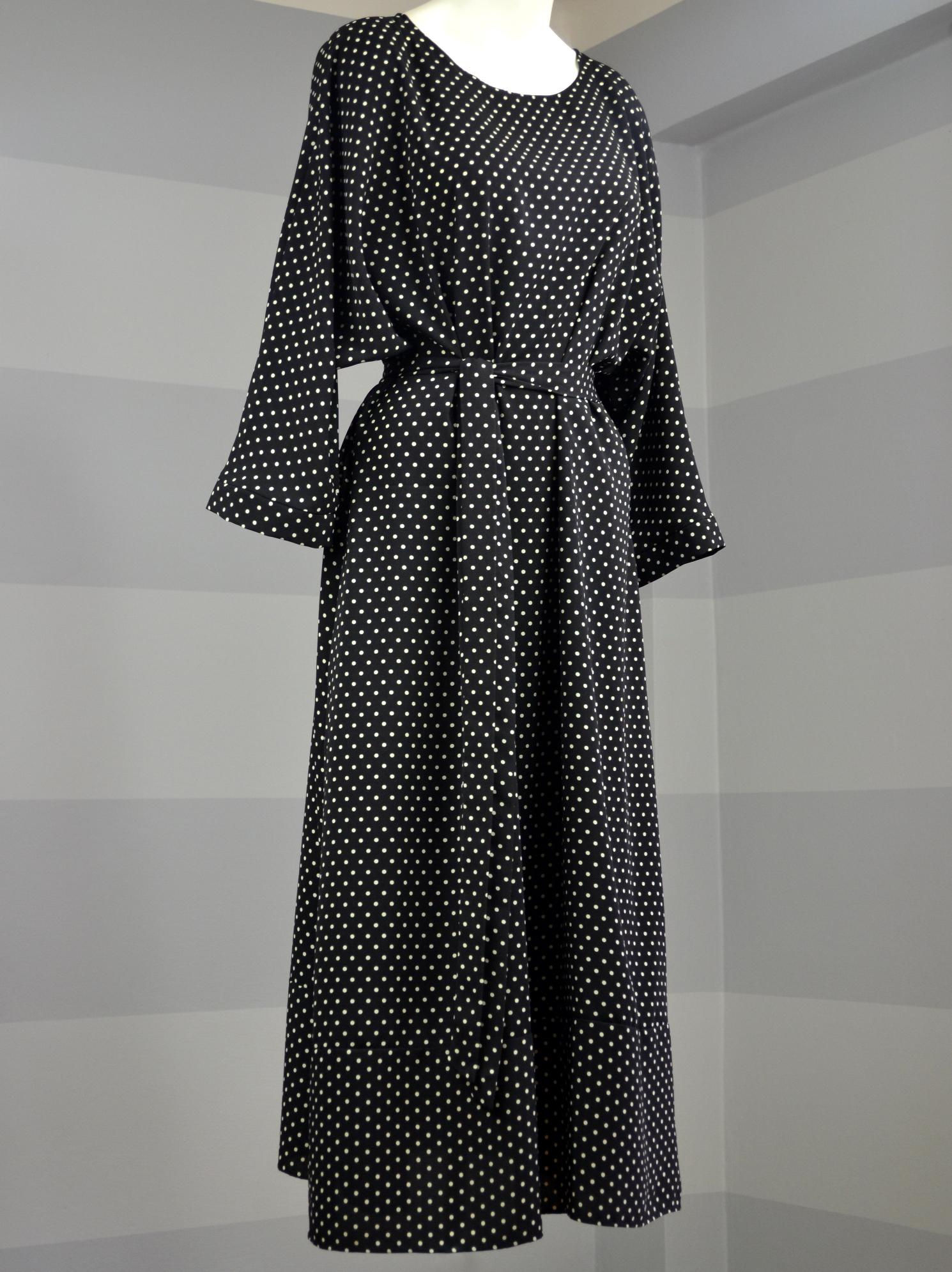 Fotografie pro model – Černé šaty sbéžovým puntíkem