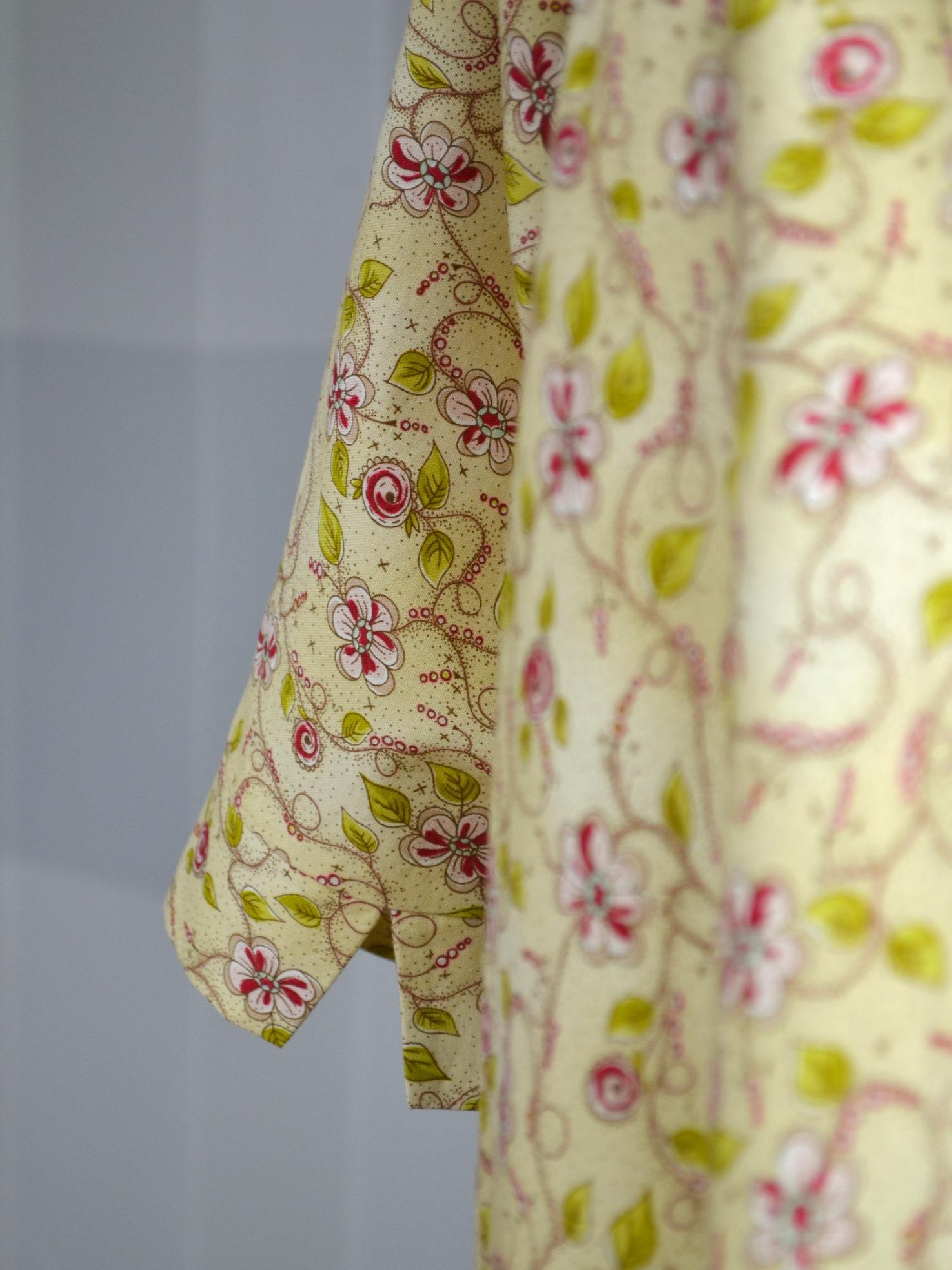 Fotografie pro model – Béžové košilové šaty skvěty