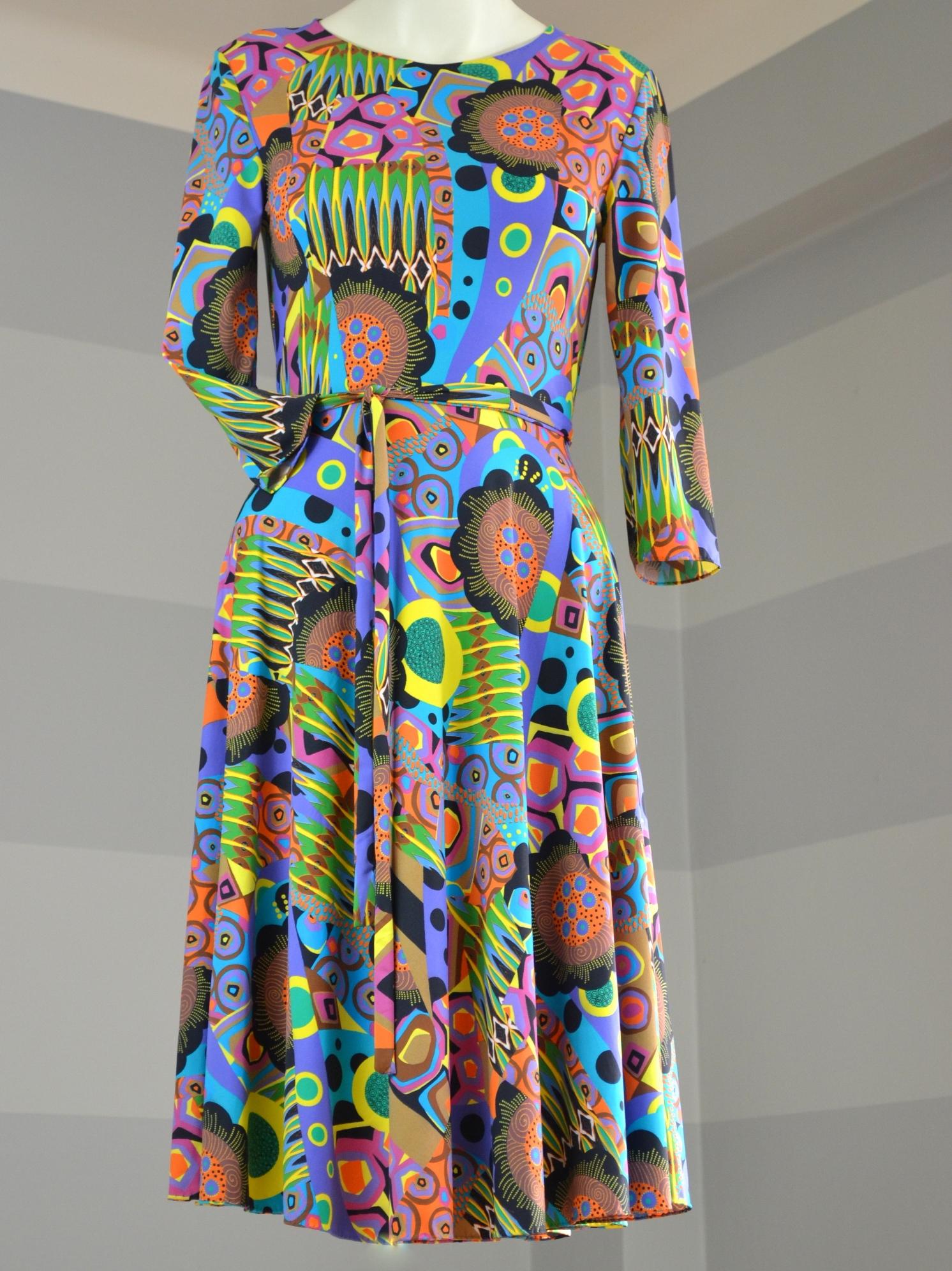 Fotografie pro model – Fialové šaty sevzorem
