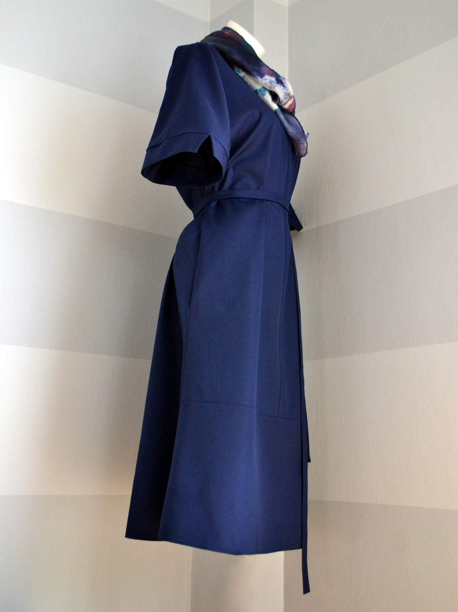 Fotografie pro model – Tmavomodré košilové šaty