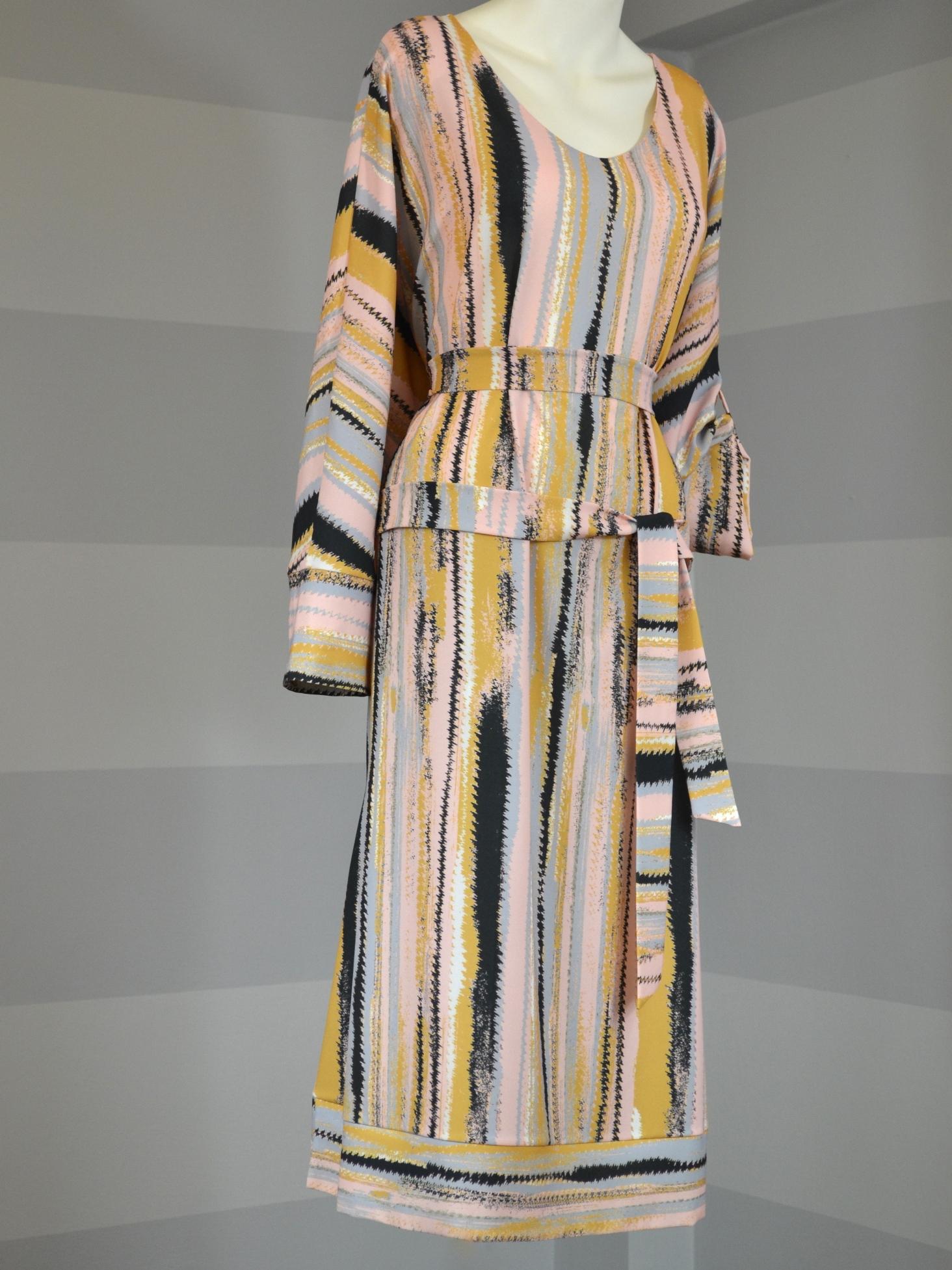Fotografie pro model – Žíhané šaty košilové