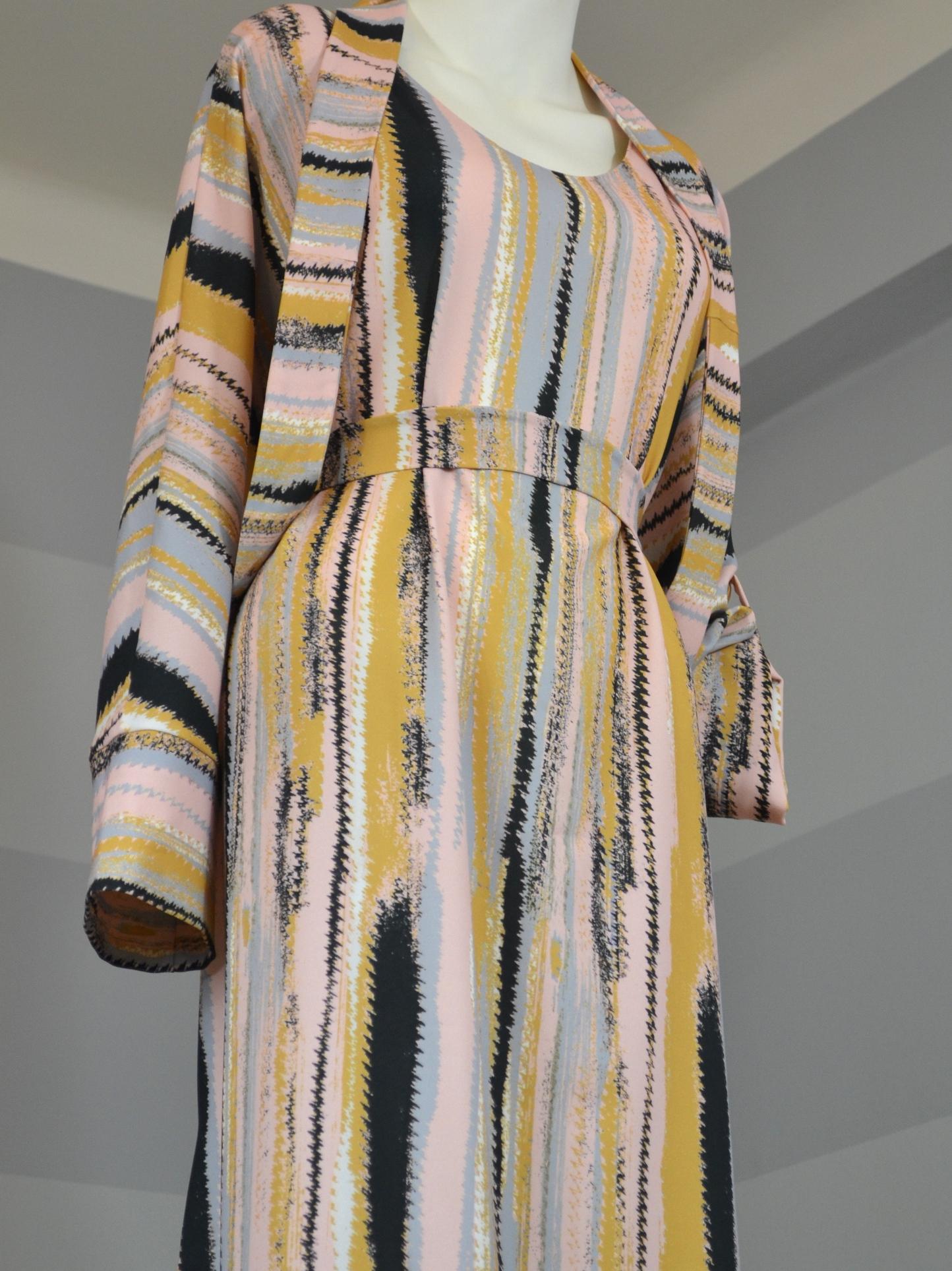 Žíhané šaty košilové
