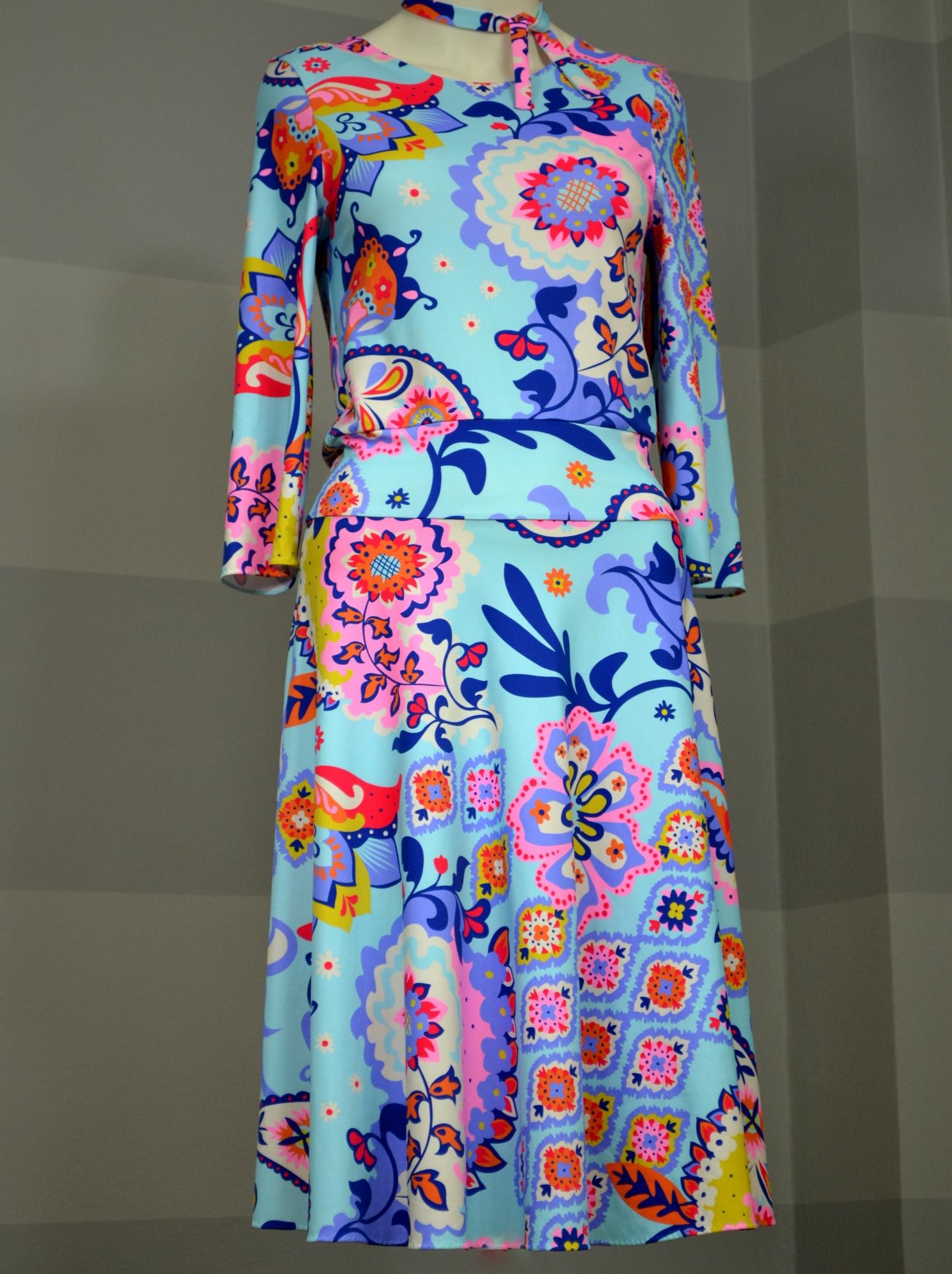Fotografie pro model – Tyrkysové šaty tradice
