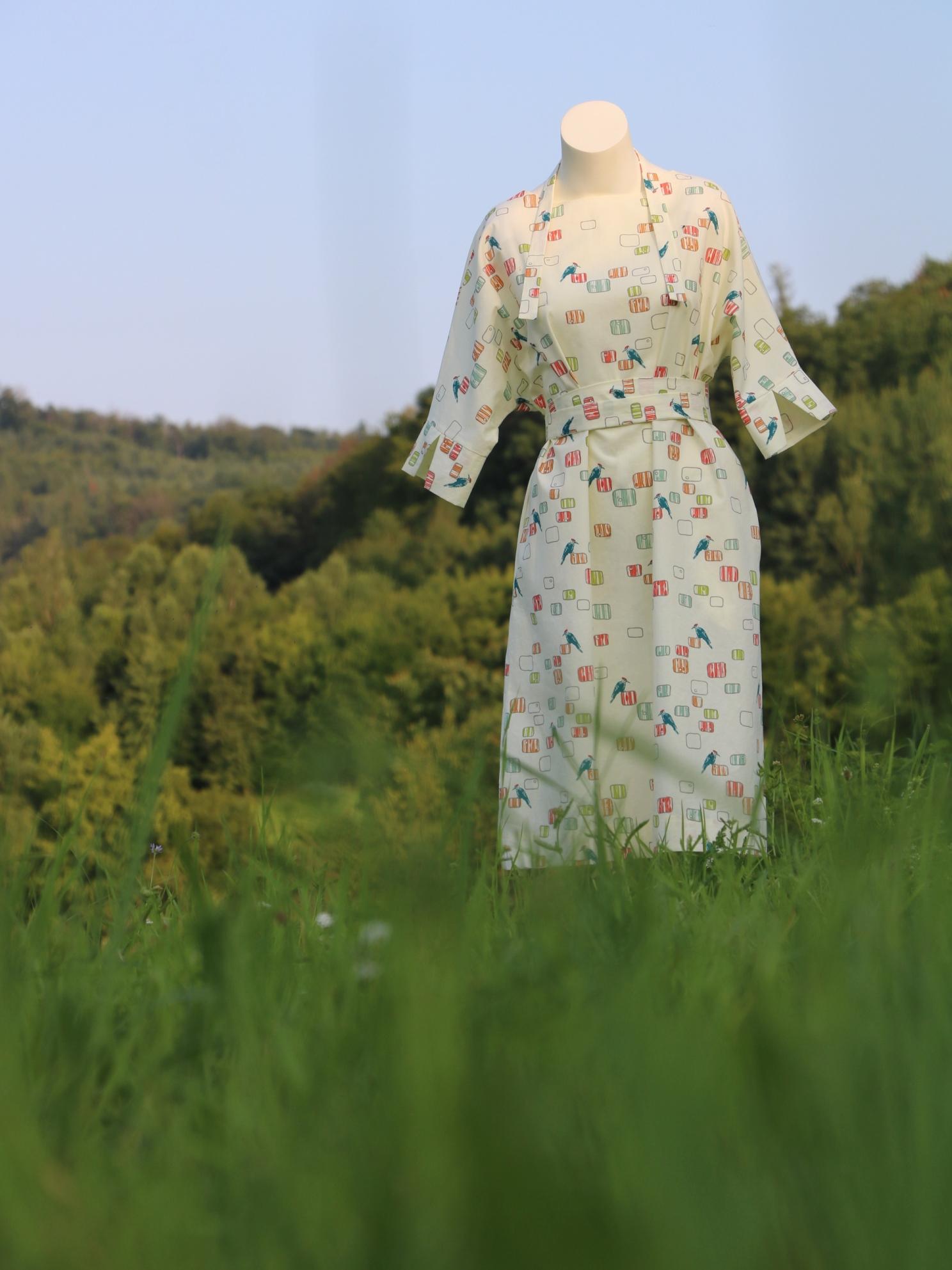Světle žluté šaty sdatly
